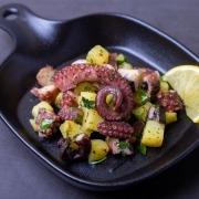 Italienischer Kraken-Kartoffel-Salat mit afghanischem Safran