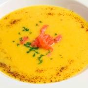 Orangen-Kürbis-Safran Suppe