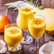 Afghanischer Safran-Mango-Smoothie