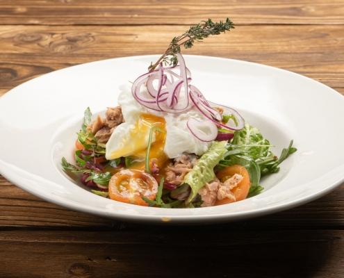 Thunfisch-Spargel-Gemüsesalat mit Safran-Dressing