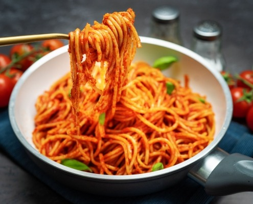 Afghanische Safran-Spaghetti mit Tomatensauce