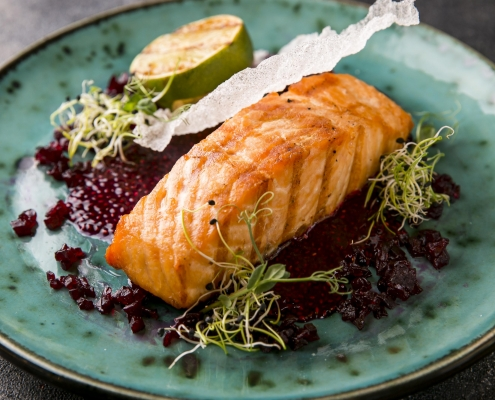 Gebackener Lachs mit Limette und afghanischem Safran